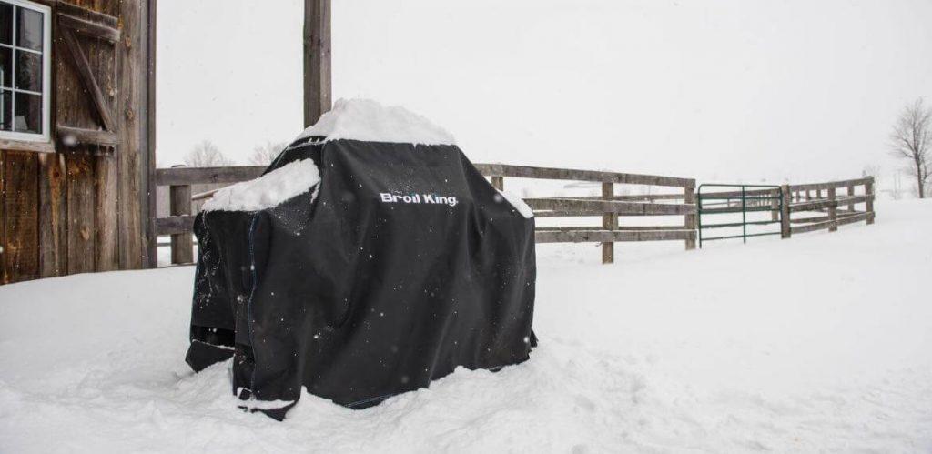 Grill gazowy Broil King w zimie